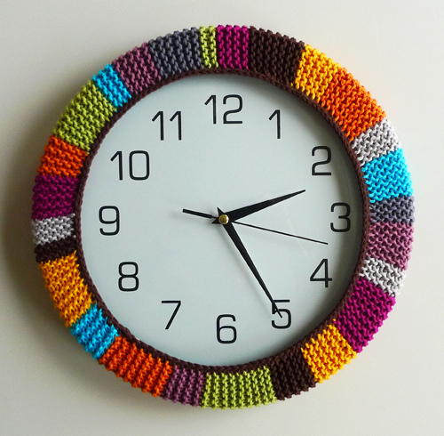 colorful retro wall clock (via shelterness)