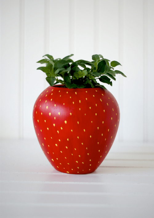 strawberry painted herb planter (via acharmingproject)