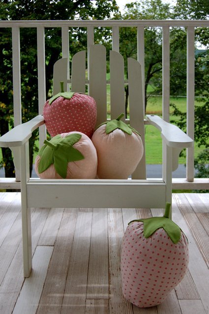 strawberry pillows (via apartmenttherapy)