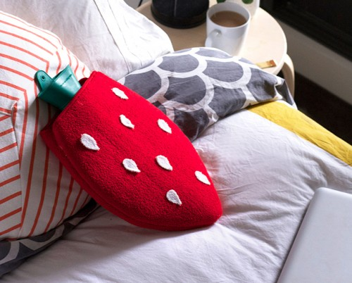strawberry hot water bottle cover (via crafthunter)