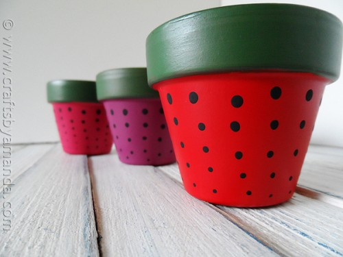 strawberry terra cotta pots (via craftsbyamanda)