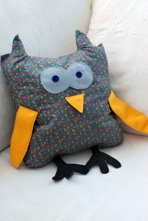 owl toy pillow (via northernambitions)