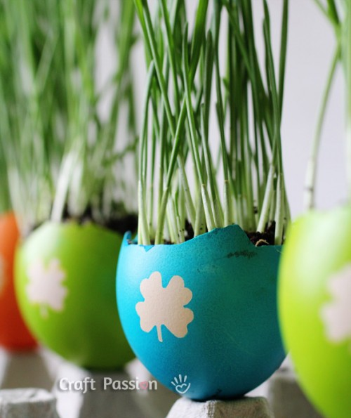 colorful egg planters for grass (via craftpassion)
