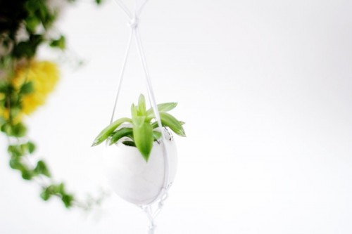 simple hanging Easter planter (via fallfordiy)