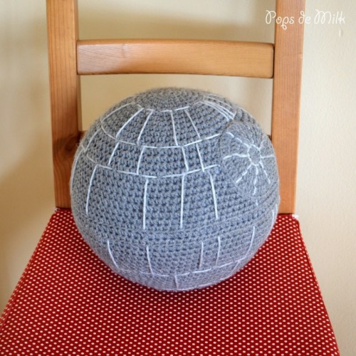 crochet Death Star (via popsdemilk)