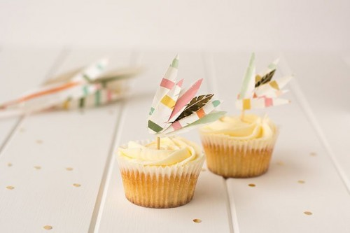 feather cupcake toppers (via crafthunter)
