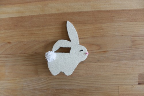 funny leather bunny brooch (via seekatesew)