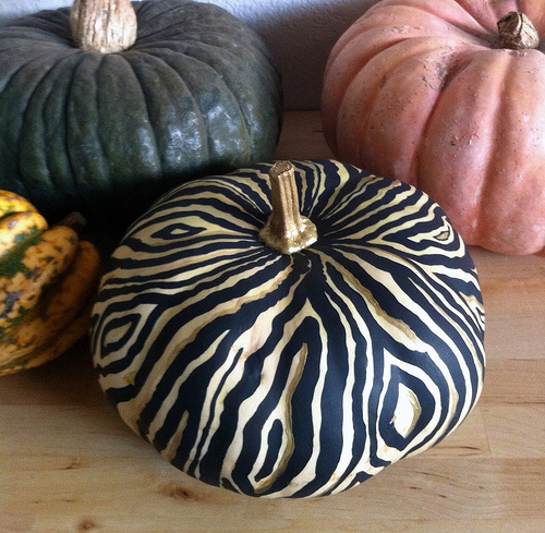 painted pumpkins (via vitaminihandmade)