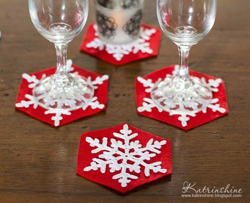 crochet snowflake coasters (via katrinshine)