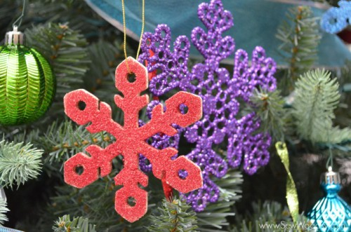 glitter wooden snowflake ornaments (via sewwoodsy)