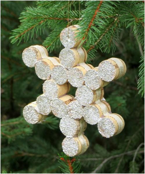cork snowflakes (via theclutchguide)