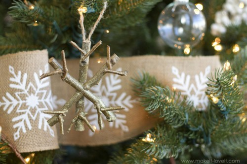 twiggy snowflake ornaments (via makeit-loveit)