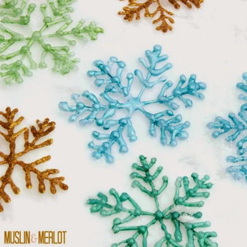 glue gun snowflake (via muslinandmerlot)