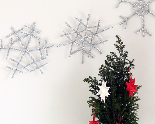 pipe cleaners snowflake garland