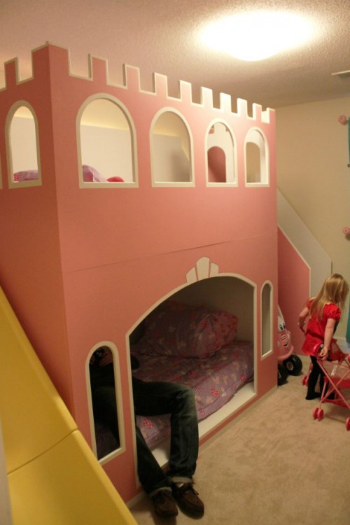 castle bunk bed (via makezine)