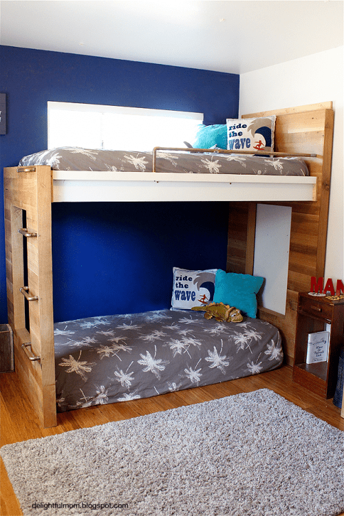 Cute natural wood bunk beds via delightfulmom