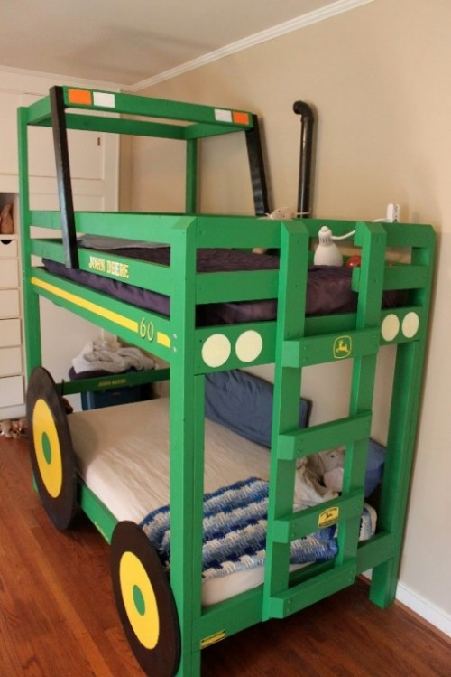 tractor bunk bed (via kidsomania)