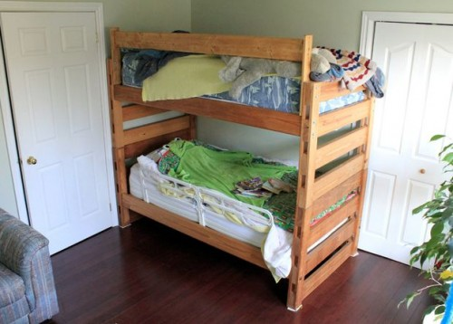 pine bunk beds (via instructables)