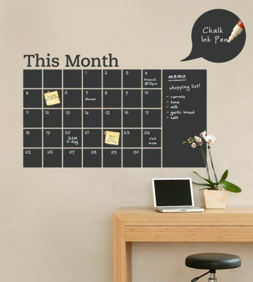 10 Functional DIY Chalkboard Calendars