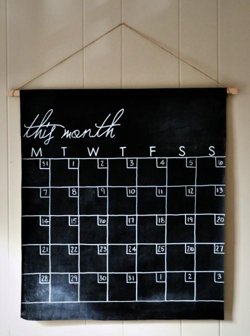chalkboard canvas calendar (via seamlessdays)