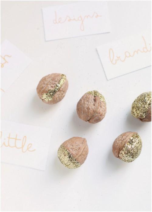 gold walnut place card holders (via poshlittledesigns)