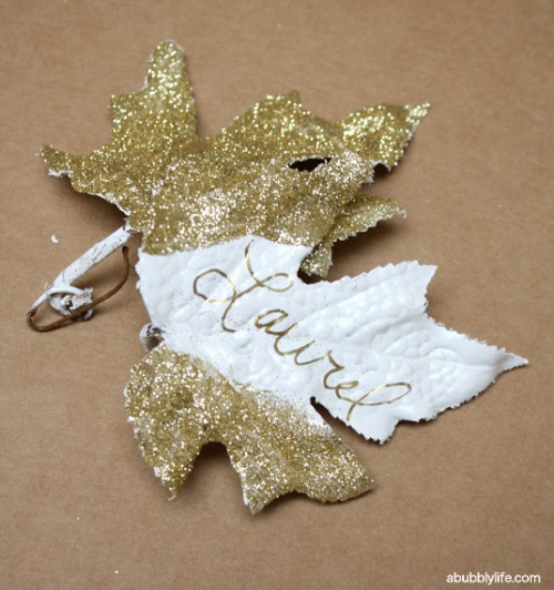 gold leaf place cards (via abubblylife)