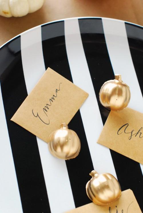 gold pumpkin place card holders (via theproperpinwheel)