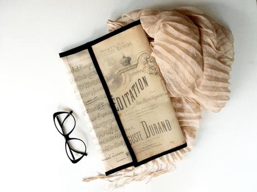vintage notes clutch (via diy)