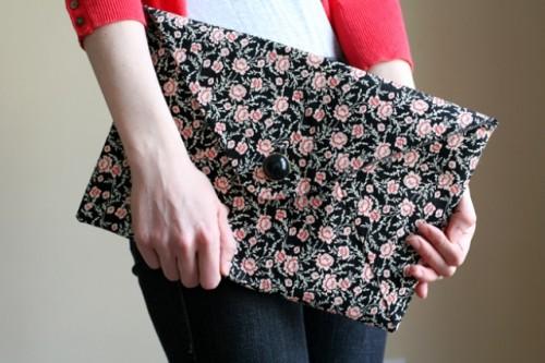 stylish envelope clutch (via shelterness)