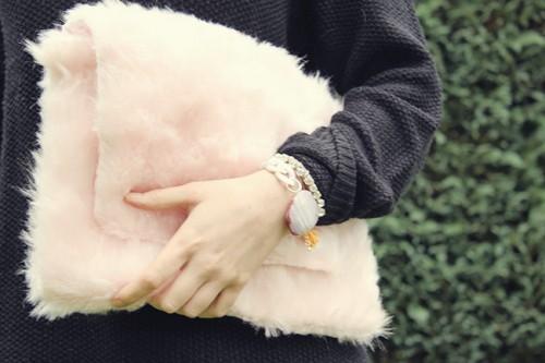 pink teddy fur clutch (via fallfordiy)