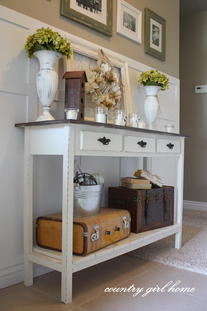 DIY Entry Table With A Shelf (via countrygirlhome)