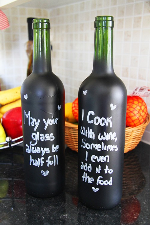 chalkboard bottles (via bespoke-bride)
