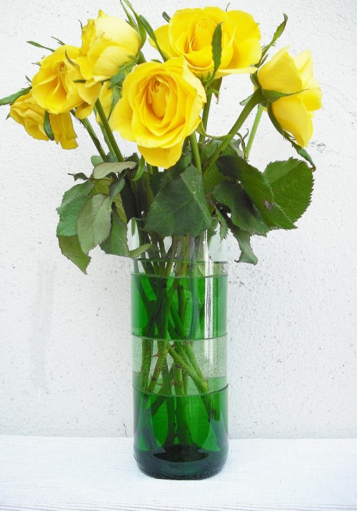 sliced wine bottle vase (via nur-noch)