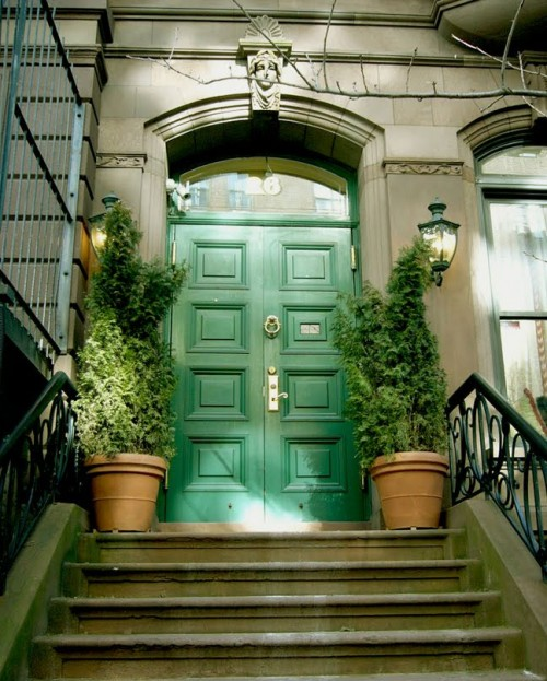 15 Fabulous Designs For Your Front Entry: 15 Green Front Door Designs That Inspire