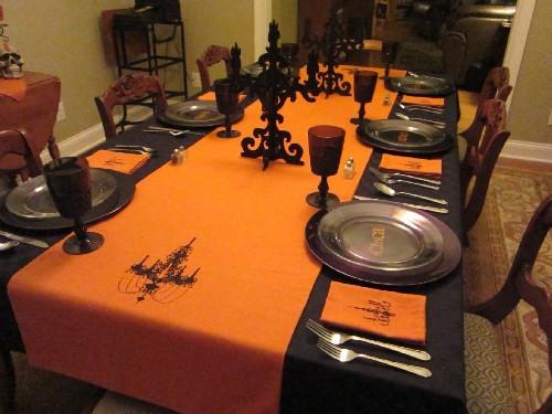 10 Cool Halloween Dining Room Decorating Ideas  Shelterness ~ 124302_Halloween Decoration Room Ideas