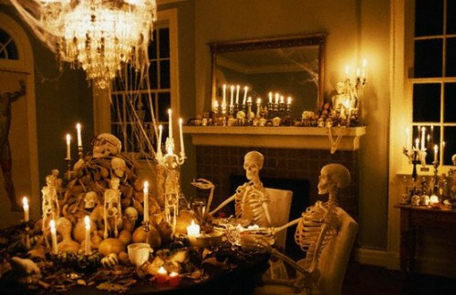 10 cool halloween dining room decorating ideas shelterness for Haunted dining room ideas