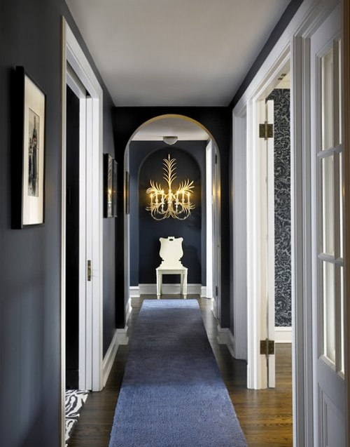 black and white suits not only modern interiors but traditional ones too - Interior Design Ideas Hall