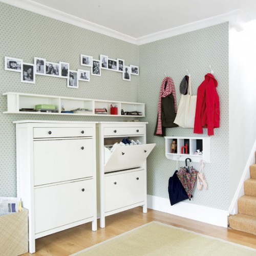 67 mudroom and hallway storage ideas shelterness for Muebles para entradas ikea