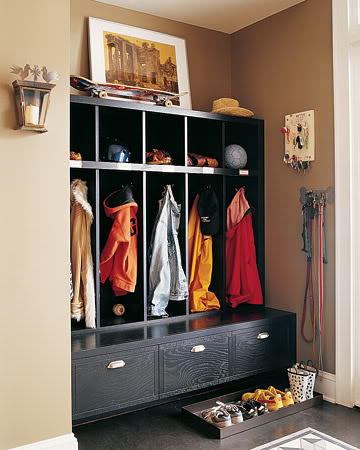 open-style mudroom lockers with a bench