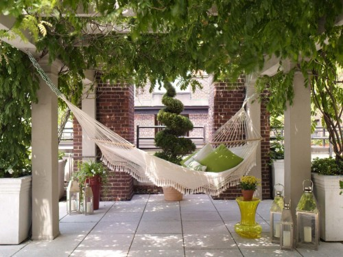 15 Inspirational Examples Of Summer Hammocks On A Porch