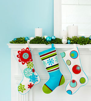 Easy DIY Christmas Stockings (via eventful-occasions)