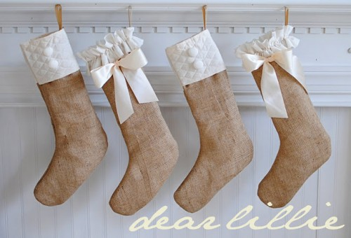 Burlap Christmas Stockings (via dearlillieblog)