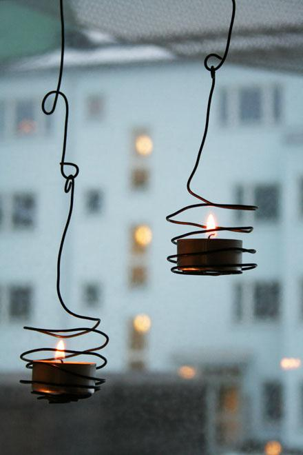 wired outdoor tea light holders (via shelterness)