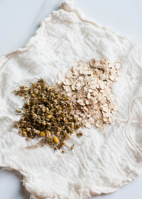 oatmeal and camomile for insect bites (via henryhappened)