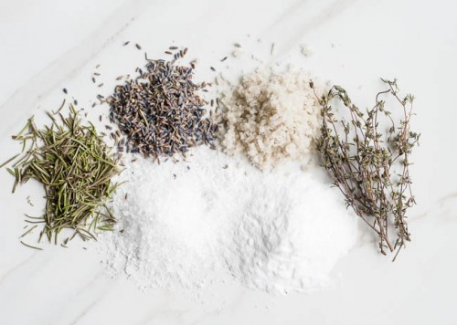 sea salt and herbs for achy muscles (via henryhappened)