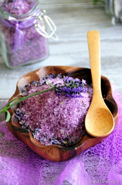 relaxing lavender bath salts (via shelterness)