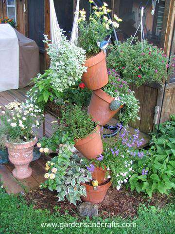 DIY Flower Pot Herb Tower (via curbly)