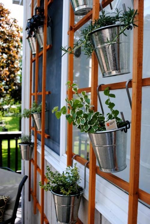 Hanging Trellis Herb Garden (via apartmenttherapy)