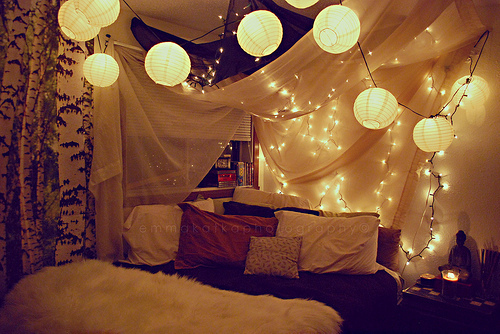 String lanterns would look perfect combined with lights and drapes. 45 Ideas To Hang Christmas Lights In A Bedroom   Shelterness