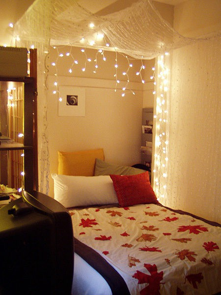 Ideas To Hang Christmas Lights In A Bedroom Shelterness - Fancy lights for bedroom